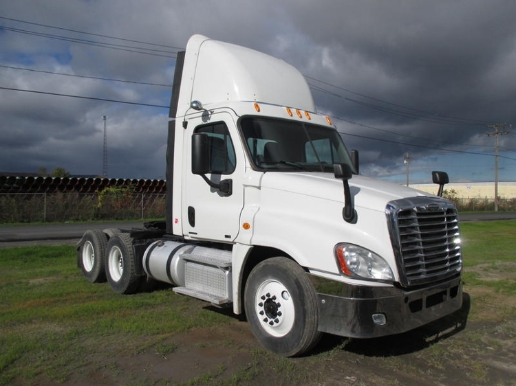Day Cab Tractor-Heavy Duty Tractors-Freightliner-2012-Cascadia 12564ST-GUILDERLAND CENTER-NY-242,687 miles-$51,500