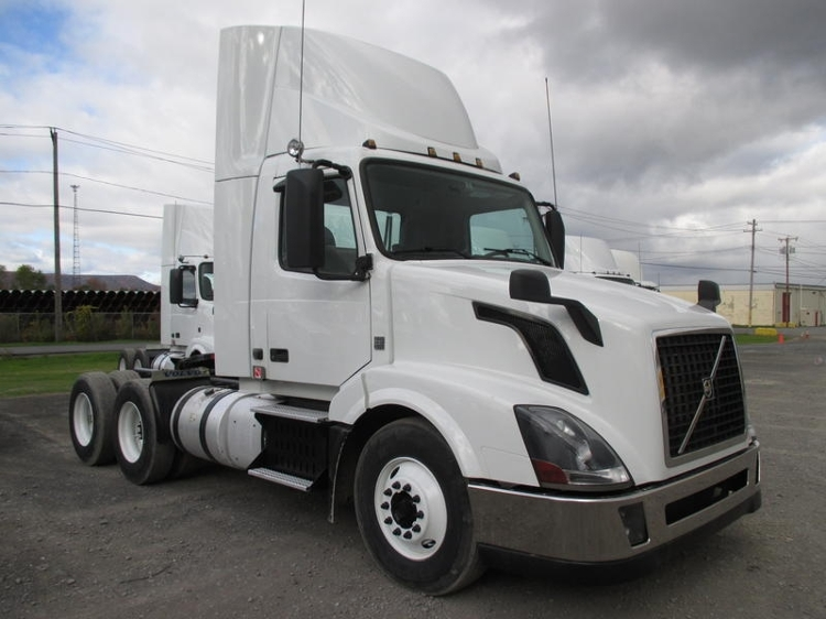 Day Cab Tractor-Heavy Duty Tractors-Volvo-2013-VNL64T300-GUILDERLAND CENTER-NY-235,695 miles-$52,250