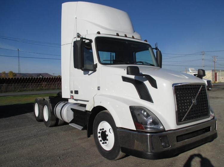 Day Cab Tractor-Heavy Duty Tractors-Volvo-2013-VNL64T300-GUILDERLAND CENTER-NY-234,566 miles-$52,250