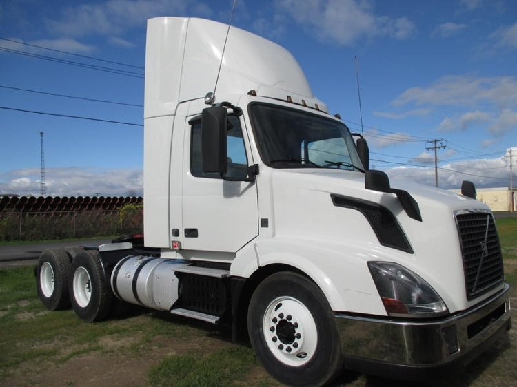 Day Cab Tractor-Heavy Duty Tractors-Volvo-2013-VNL64T300-FONTANA-CA-244,793 miles-$42,000