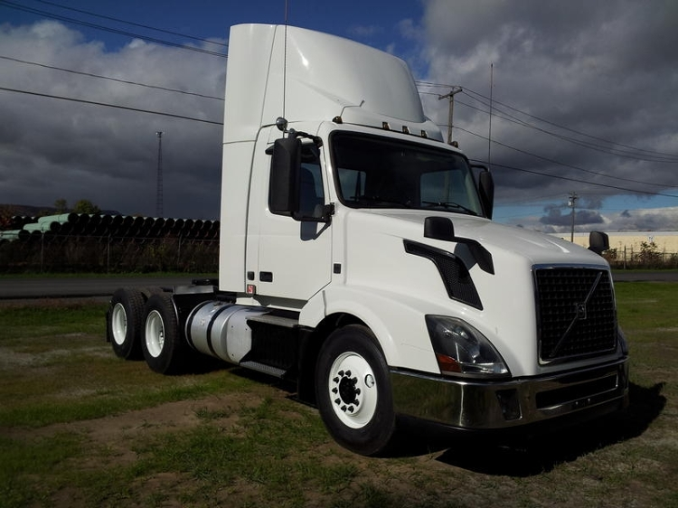 Day Cab Tractor-Heavy Duty Tractors-Volvo-2013-VNL64T300-GUILDERLAND CENTER-NY-289,923 miles-$48,750