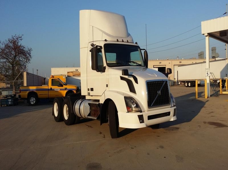 Day Cab Tractor-Heavy Duty Tractors-Volvo-2013-VNL64T300-INDIANAPOLIS-IN-306,749 miles-$45,000
