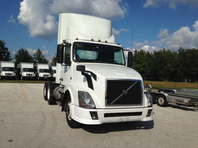 Day Cab Tractor-Heavy Duty Tractors-Volvo-2013-VNL64T300-ORLANDO-FL-220,404 miles-$49,000