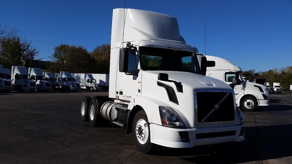 Day Cab Tractor-Heavy Duty Tractors-Volvo-2013-VNL64T300-LENEXA-KS-194,858 miles-$54,000