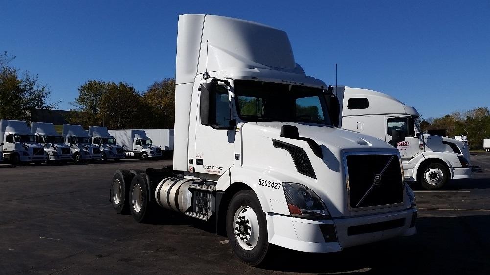 Day Cab Tractor-Heavy Duty Tractors-Volvo-2013-VNL64T300-LENEXA-KS-232,466 miles-$59,250