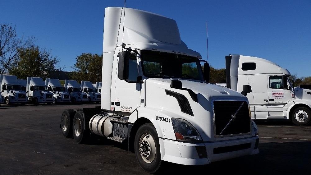 Day Cab Tractor-Heavy Duty Tractors-Volvo-2013-VNL64T300-LENEXA-KS-233,520 miles-$57,250