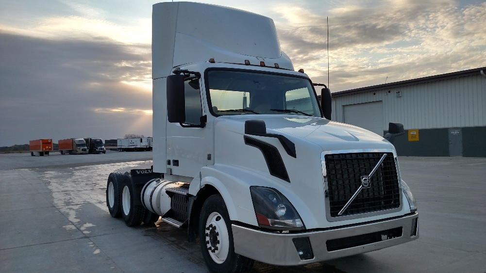 Day Cab Tractor-Heavy Duty Tractors-Volvo-2013-VNL64T300-STURTEVANT-WI-253,946 miles-$51,250