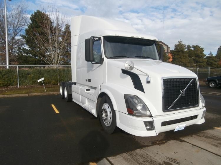 Sleeper Tractor-Heavy Duty Tractors-Volvo-2011-VNL64T630-WILSONVILLE-OR-371,790 miles-$39,750