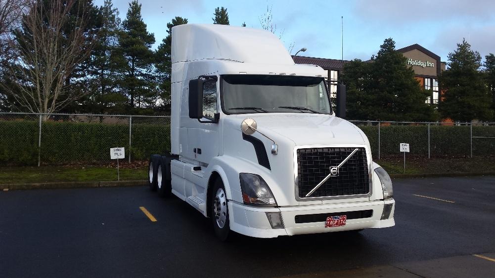 Sleeper Tractor-Heavy Duty Tractors-Volvo-2011-VNL64T630-WILSONVILLE-OR-472,818 miles-$31,500
