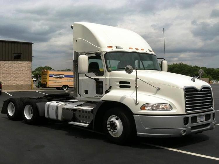 Day Cab Tractor-Heavy Duty Tractors-Mack-2011-CXU613-CRANSTON-RI-470,125 miles-$34,000