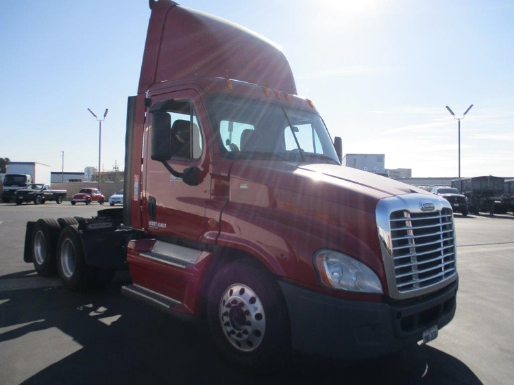 Day Cab Tractor-Heavy Duty Tractors-Freightliner-2009-Cascadia 12564ST-TORRANCE-CA-448,560 miles-$30,000
