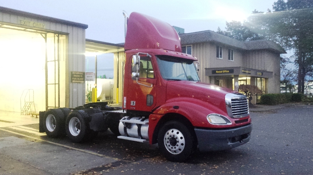 Day Cab Tractor-Heavy Duty Tractors-Freightliner-2006-Columbia CL12064ST-PORTLAND-OR-523,818 miles-$25,900