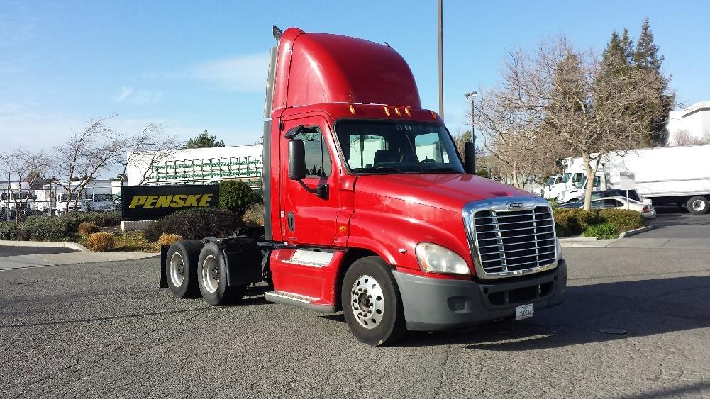 Day Cab Tractor-Heavy Duty Tractors-Freightliner-2009-Cascadia 12564ST-HAYWARD-CA-591,857 miles-$27,650