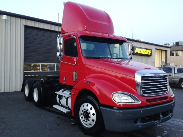 Day Cab Tractor-Heavy Duty Tractors-Freightliner-2006-Columbia CL12064ST-CLACKAMAS-OR-383,930 miles-$28,700