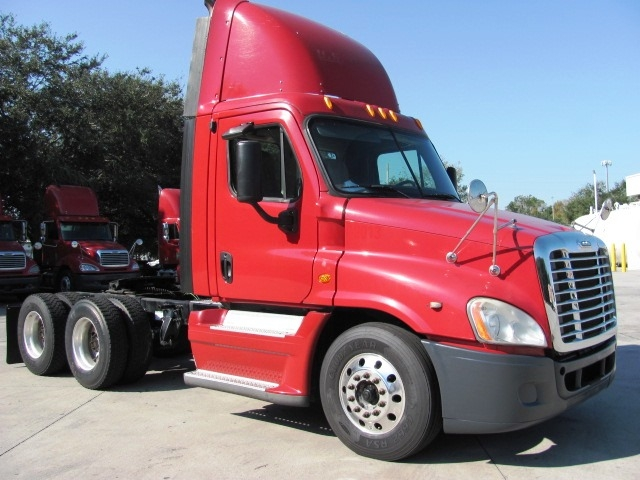 Day Cab Tractor-Heavy Duty Tractors-Freightliner-2009-Cascadia 12564ST-ORLANDO-FL-619,091 miles-$26,700