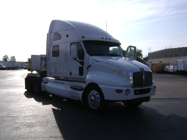Sleeper Tractor-Heavy Duty Tractors-Kenworth-2003-T2000-BUFFALO-NY-1,256,330 miles-$10,500