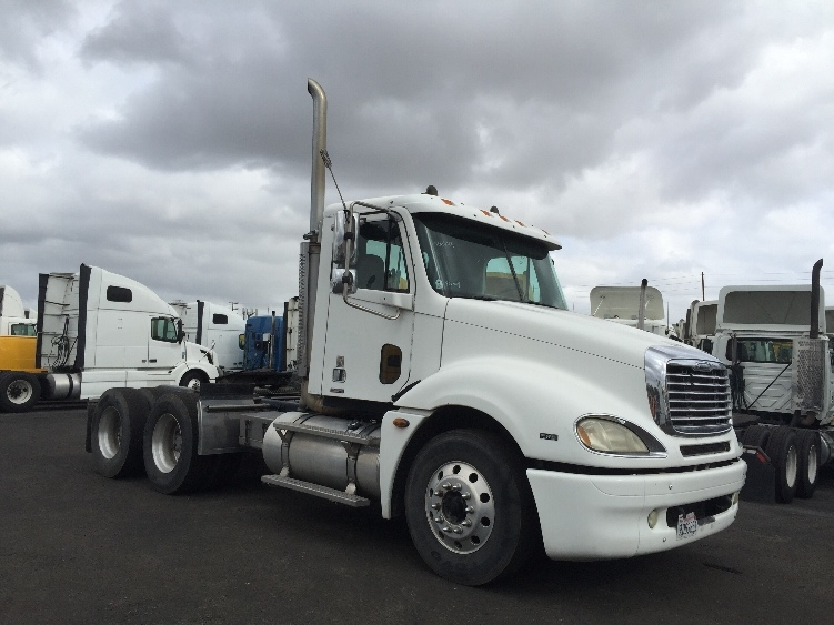 Day Cab Tractor-Heavy Duty Tractors-Freightliner-2005-Columbia CL12064ST-TORRANCE-CA-300,573 miles-$29,000