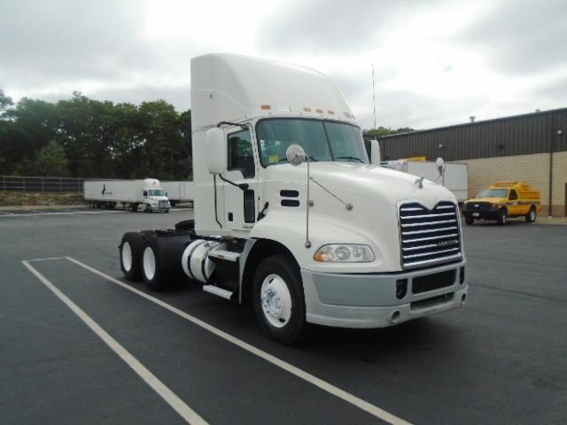 Day Cab Tractor-Heavy Duty Tractors-Mack-2013-CXU613-CRANSTON-RI-493,212 miles-$41,000