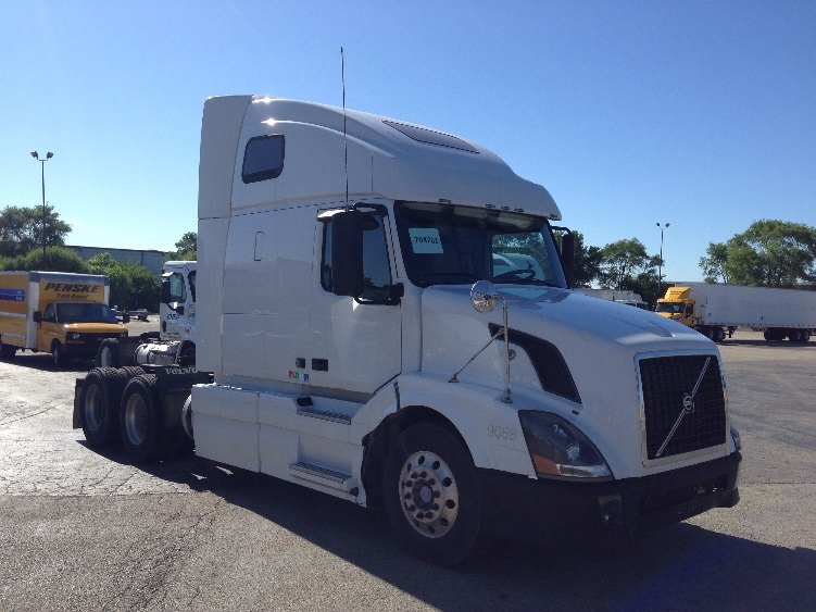 Sleeper Tractor-Heavy Duty Tractors-Volvo-2012-VNL64T670-ROMEOVILLE-IL-637,139 miles-$29,000