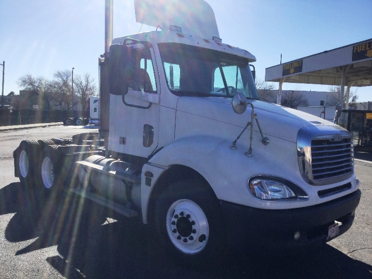 Day Cab Tractor-Heavy Duty Tractors-Freightliner-2005-Columbia CL12064ST-DENVER-CO-395,307 miles-$24,000