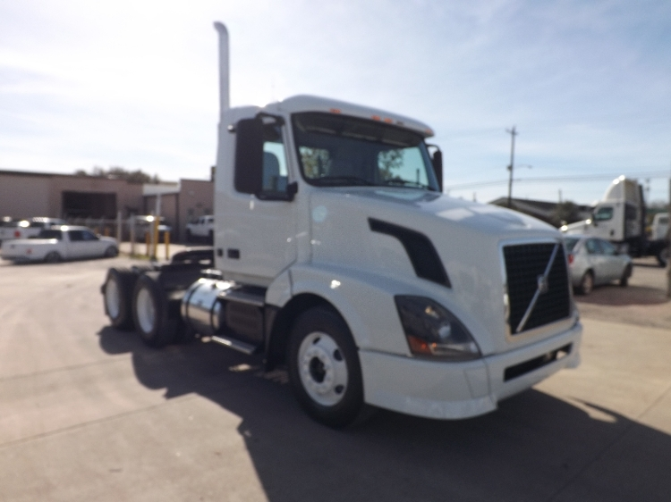 Day Cab Tractor-Heavy Duty Tractors-Volvo-2010-VNL64T300-HOUSTON-TX-453,644 miles-$26,250