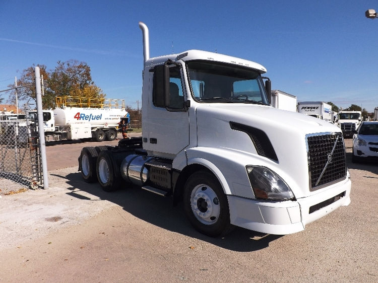 Day Cab Tractor-Heavy Duty Tractors-Volvo-2010-VNL64T300-HOUSTON-TX-517,030 miles-$23,750