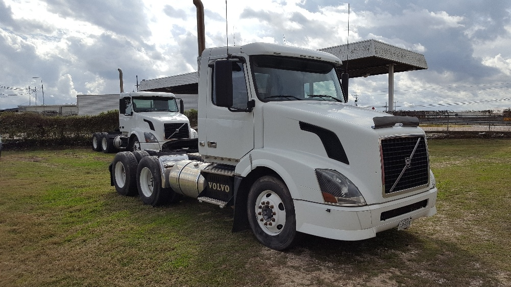 Day Cab Tractor-Heavy Duty Tractors-Volvo-2010-VNL64T300-BRENHAM-TX-564,767 miles-$25,000