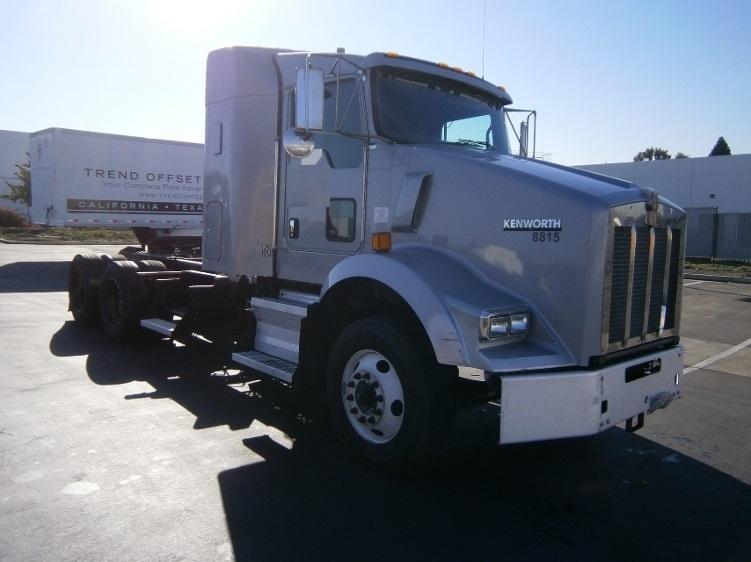 Sleeper Tractor-Heavy Duty Tractors-Kenworth-2011-T800-TORRANCE-CA-384,479 miles-$44,000