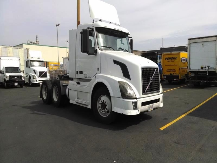Day Cab Tractor-Heavy Duty Tractors-Volvo-2009-VNL64T300-SEATTLE-WA-478,601 miles-$30,250
