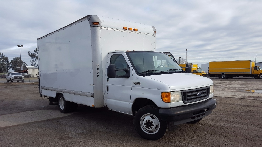 Medium Duty Box Truck-Light and Medium Duty Trucks-Ford-2004-E350-FRESNO-CA-276,550 miles-$9,500