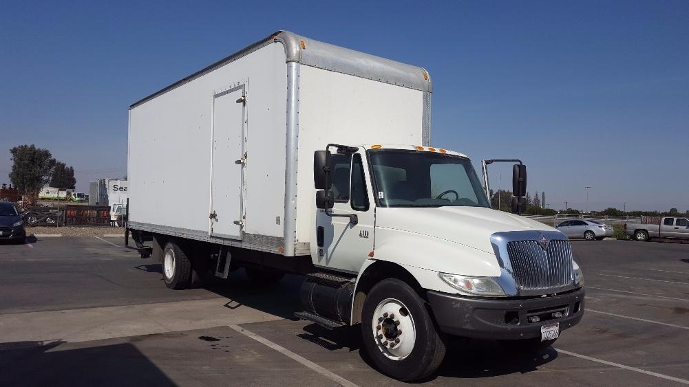 Medium Duty Box Truck-Light and Medium Duty Trucks-International-2006-4300-FRESNO-CA-396,265 miles-$12,500
