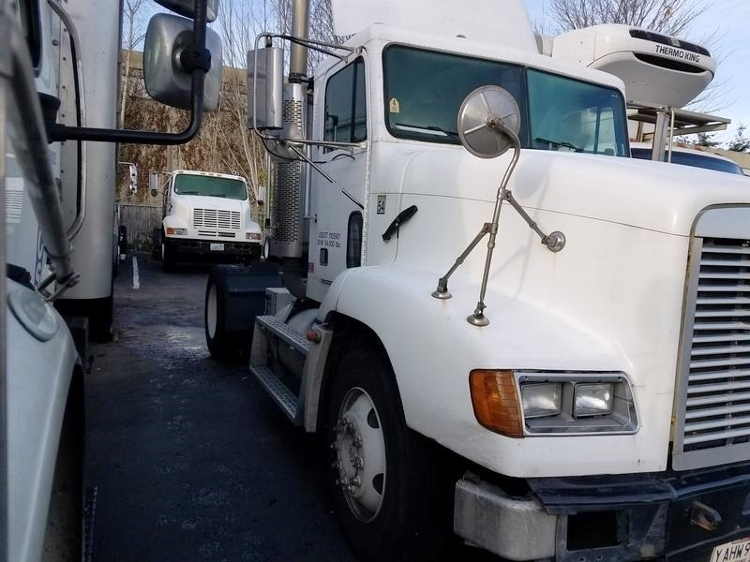Day Cab Tractor-Heavy Duty Tractors-Freightliner-2000-FLD11264-KENT-WA-382,143 miles-$12,500