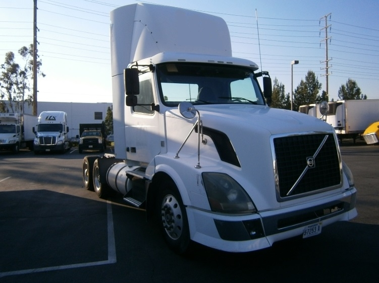 Day Cab Tractor-Heavy Duty Tractors-Volvo-2010-VNL64T300-TORRANCE-CA-580,518 miles-$26,250