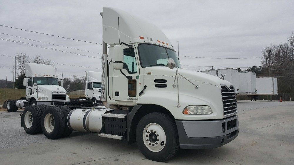 Day Cab Tractor-Heavy Duty Tractors-Mack-2011-CXU613-ATLANTA-GA-410,396 miles-$33,250