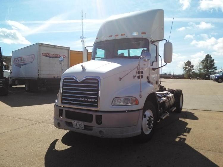 Day Cab Tractor-Heavy Duty Tractors-Mack-2011-CXU612-MEMPHIS-TN-420,571 miles-$30,000