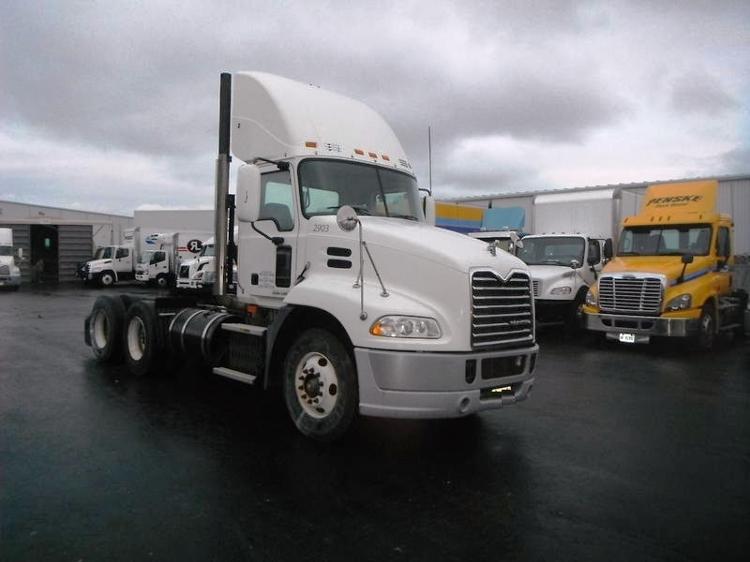 Day Cab Tractor-Heavy Duty Tractors-Mack-2009-CXU613-BURLINGTON-ON-450,543 km-$31,750