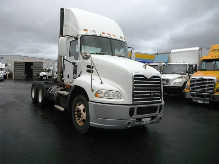 Day Cab Tractor-Heavy Duty Tractors-Mack-2009-CXU613-BURLINGTON-ON-508,320 km-$31,000