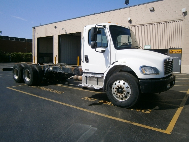 Cab and Chassis Truck-Light and Medium Duty Trucks-Freightliner-2006-M2-SCARBOROUGH-ON-406,284 km-$15,000