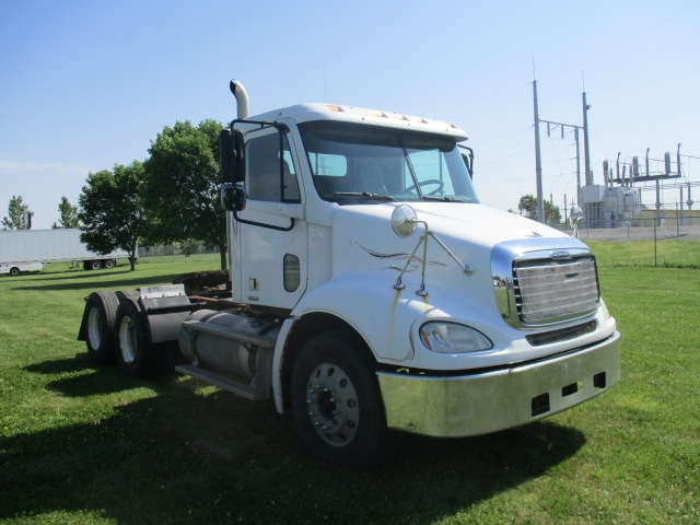 Day Cab Tractor-Heavy Duty Tractors-Freightliner-2005-Columbia CL12064ST-OMAHA-NE-604,618 miles-$17,500