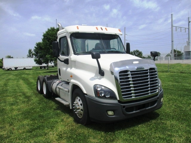 Day Cab Tractor-Heavy Duty Tractors-Freightliner-2012-Cascadia 12564ST-OMAHA-NE-314,960 miles-$41,000