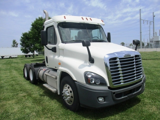 Day Cab Tractor-Heavy Duty Tractors-Freightliner-2012-Cascadia 12564ST-OMAHA-NE-323,366 miles-$41,000