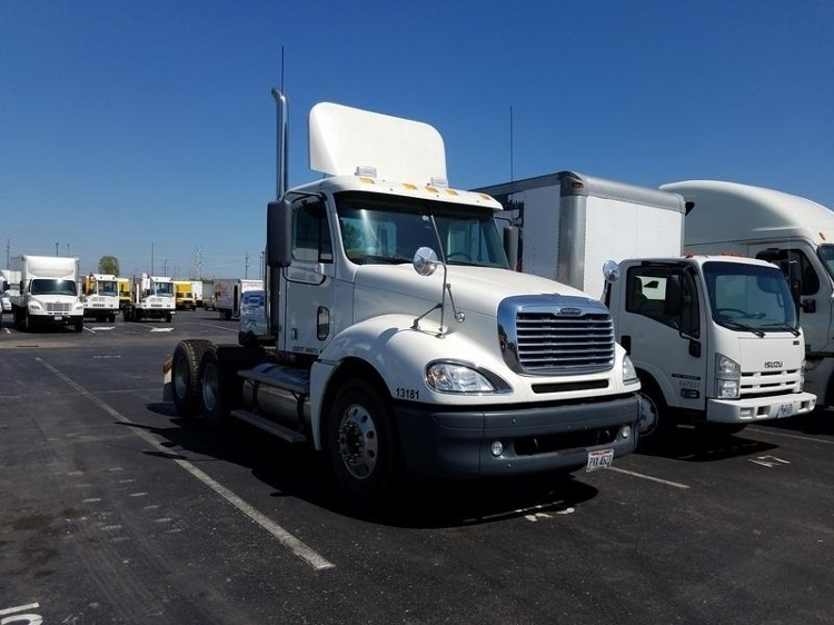 Day Cab Tractor-Heavy Duty Tractors-Freightliner-2007-Columbia CL12064ST-KANSAS CITY-MO-641,900 miles-$13,500