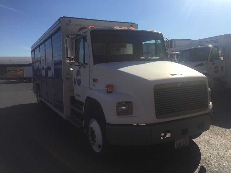 Beverage Truck-Heavy Duty Tractors-Freightliner-2001-FL70-TACOMA-WA-163,130 miles-$16,500