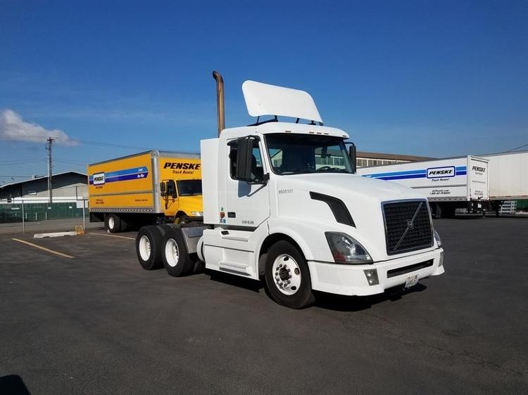 Day Cab Tractor-Heavy Duty Tractors-Volvo-2006-VNL64T300-SEATTLE-WA-442,890 miles-$23,000