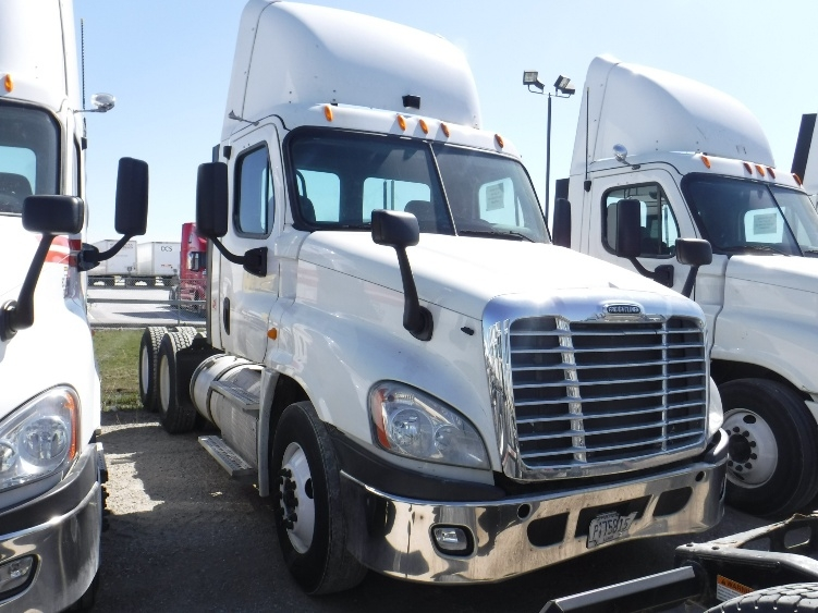 Day Cab Tractor-Heavy Duty Tractors-Freightliner-2013-Cascadia 12564ST-STURTEVANT-WI-299,304 miles-$48,250