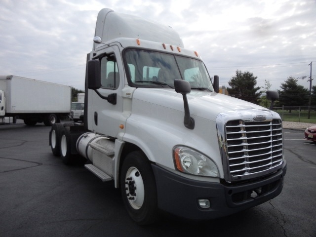 Day Cab Tractor-Heavy Duty Tractors-Freightliner-2013-Cascadia 12564ST-BURLINGTON-NJ-245,605 miles-$50,000