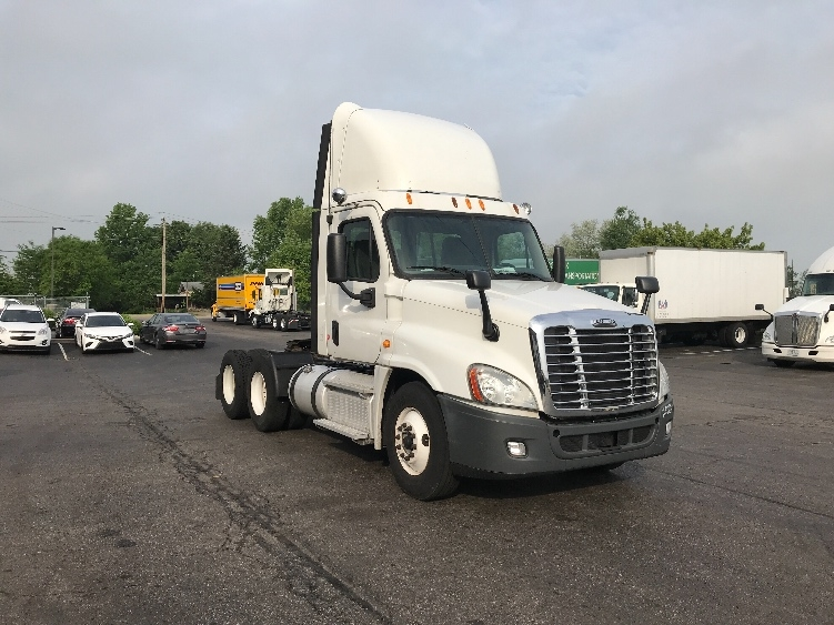 Day Cab Tractor-Heavy Duty Tractors-Freightliner-2013-Cascadia 12564ST-ERLANGER-KY-447,235 miles-$42,750
