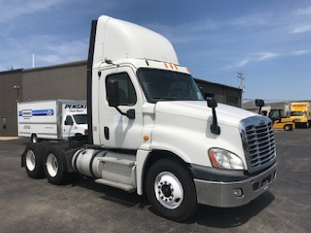 Day Cab Tractor-Heavy Duty Tractors-Freightliner-2013-Cascadia 12564ST-PHOENIX-AZ-450,174 miles-$39,500