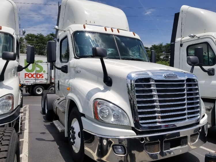 Day Cab Tractor-Heavy Duty Tractors-Freightliner-2013-Cascadia 12564ST-MANASSAS-VA-360,300 miles-$38,000