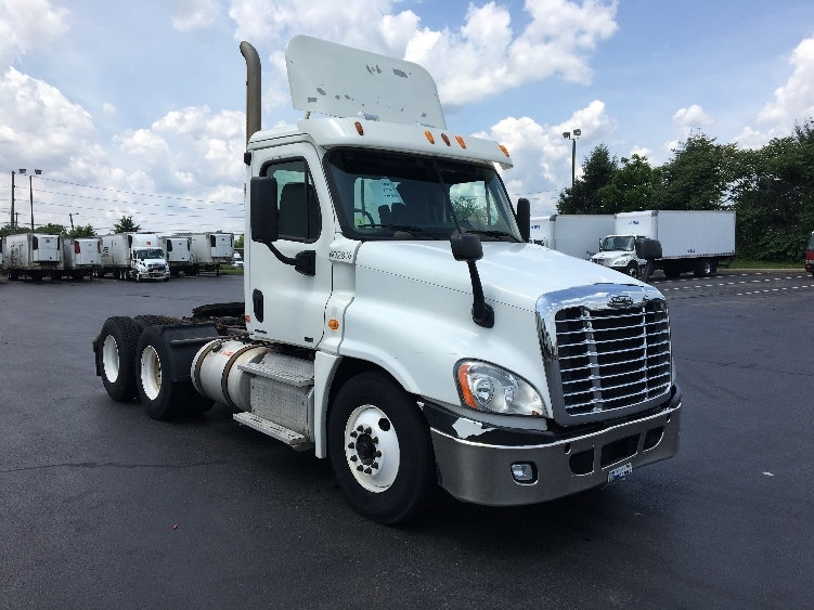 Day Cab Tractor-Heavy Duty Tractors-Freightliner-2011-Cascadia 12564ST-ALLENTOWN-PA-625,854 miles-$23,000